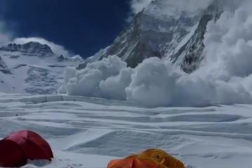 News video: Massive Avalanche Sweeps Mt. Everest 2014 April 18